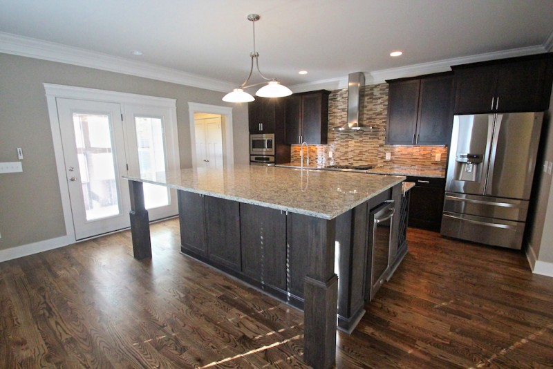 1435 14th avenue s sold by alexander brandau real estate for Gourmet kitchen islands